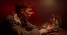 King Krule vader opgivende rundt i 'Biscuit Town' – se den nye musikvideo