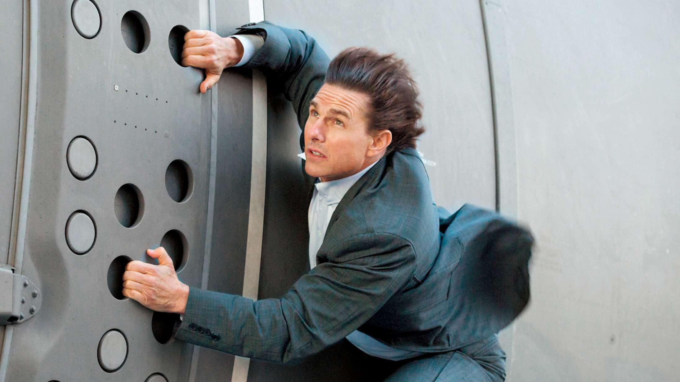 Tom Cruise har landet ca. 200 millioner dollars til den første spillefilm i rummet