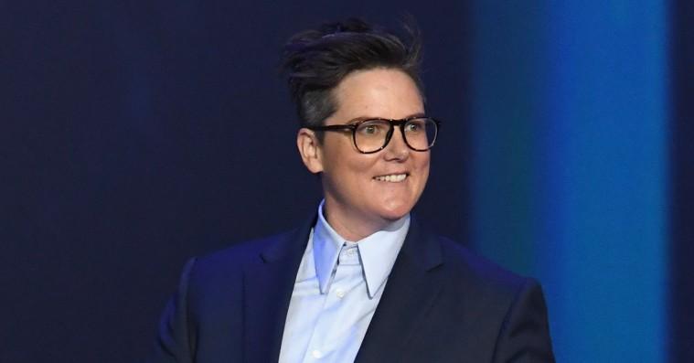 Komiker Hannah Gadsby lagde Emmy-salen ned med jokes om mandehad