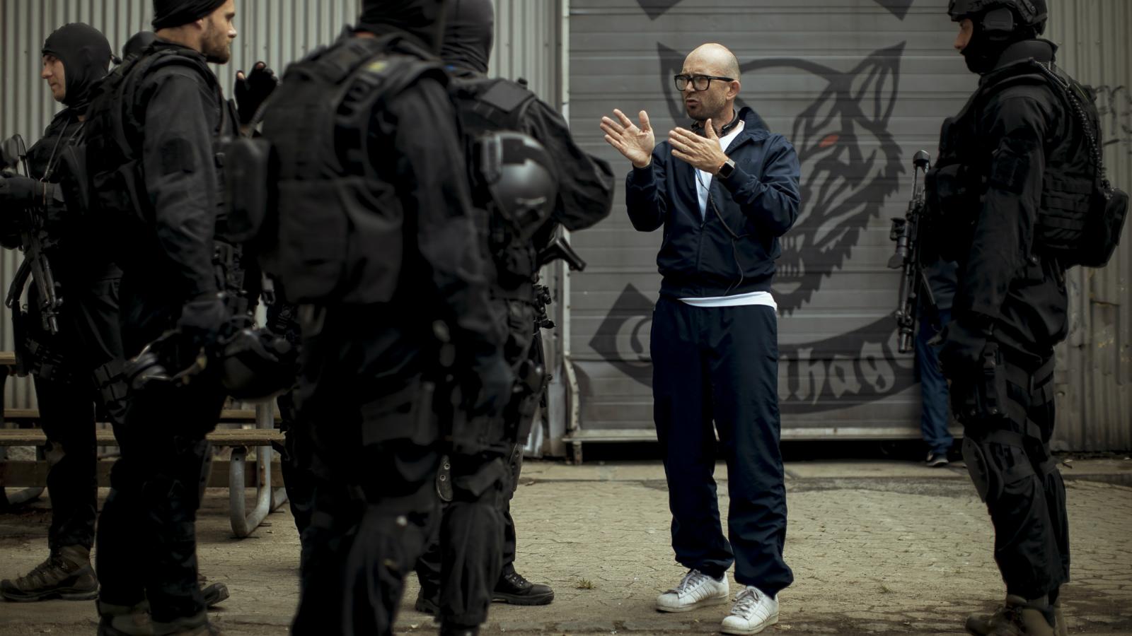 På settet til TV 2-serien 'Kriger': »Det er overraskende nemt at komme ind i kriminelle miljøer«