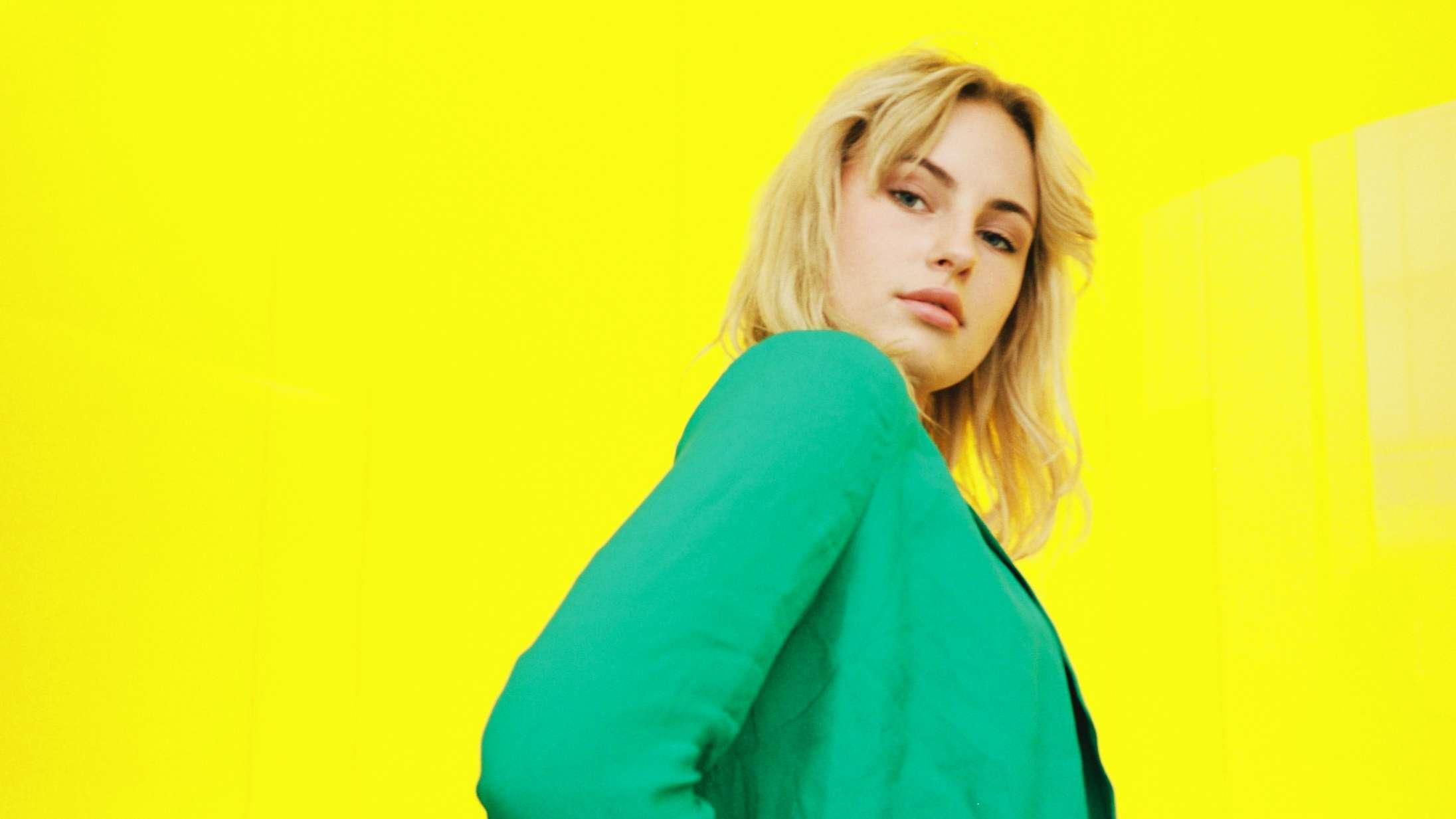 Attituden fejler intet på danske Claras popdebut 'August Eighteen'