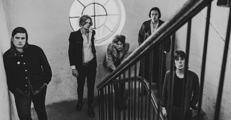 Danske The Love Coffins debutalbum byder på godt med makaber mørkerock