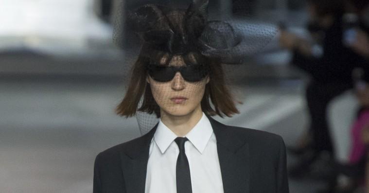 Hedi Slimane må have fornærmet samtlige Celine-fans med sin debutkollektion for modehuset