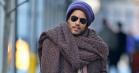 Lenny Kravitz forklarer endelig udødeligt halstørklæde-meme