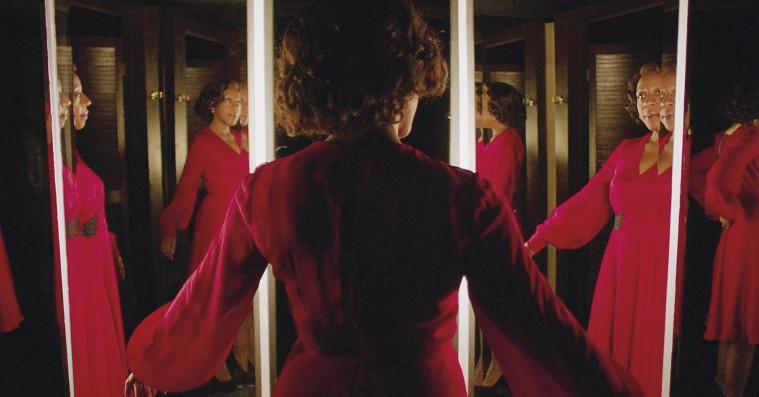 'In Fabric': Sidse Babett ender i de intime regioner i Peter Stricklands nye 'ej, what'-film