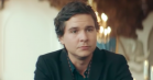 Lukas Graham er til begravelse i video til den nye single 'Not A Damn Thing Changed'