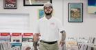 Post Malone går undercover som medarbejder i pladebutik