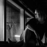 Elektroniske elementer gør Roxy Jules' melankolske rockmusik endnu mere nærværende - Roxy Jules IV