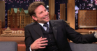 Bradley Cooper udvandrer midt i 'The Tonight Show' – for at tjekke sit jakkesæt