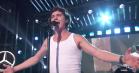 Lukas Graham flasher undertrøjen hos Jimmy Kimmel – spiller to sange fra nyt album
