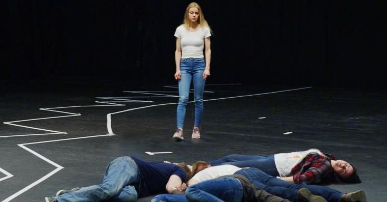 'Rekonstruktion Utøya': Massakrens overlevende fortæller, så man får våde øjne