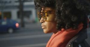 Iris Gold forgylder selv sin fremtid: »Den triste pige med de glade sange«