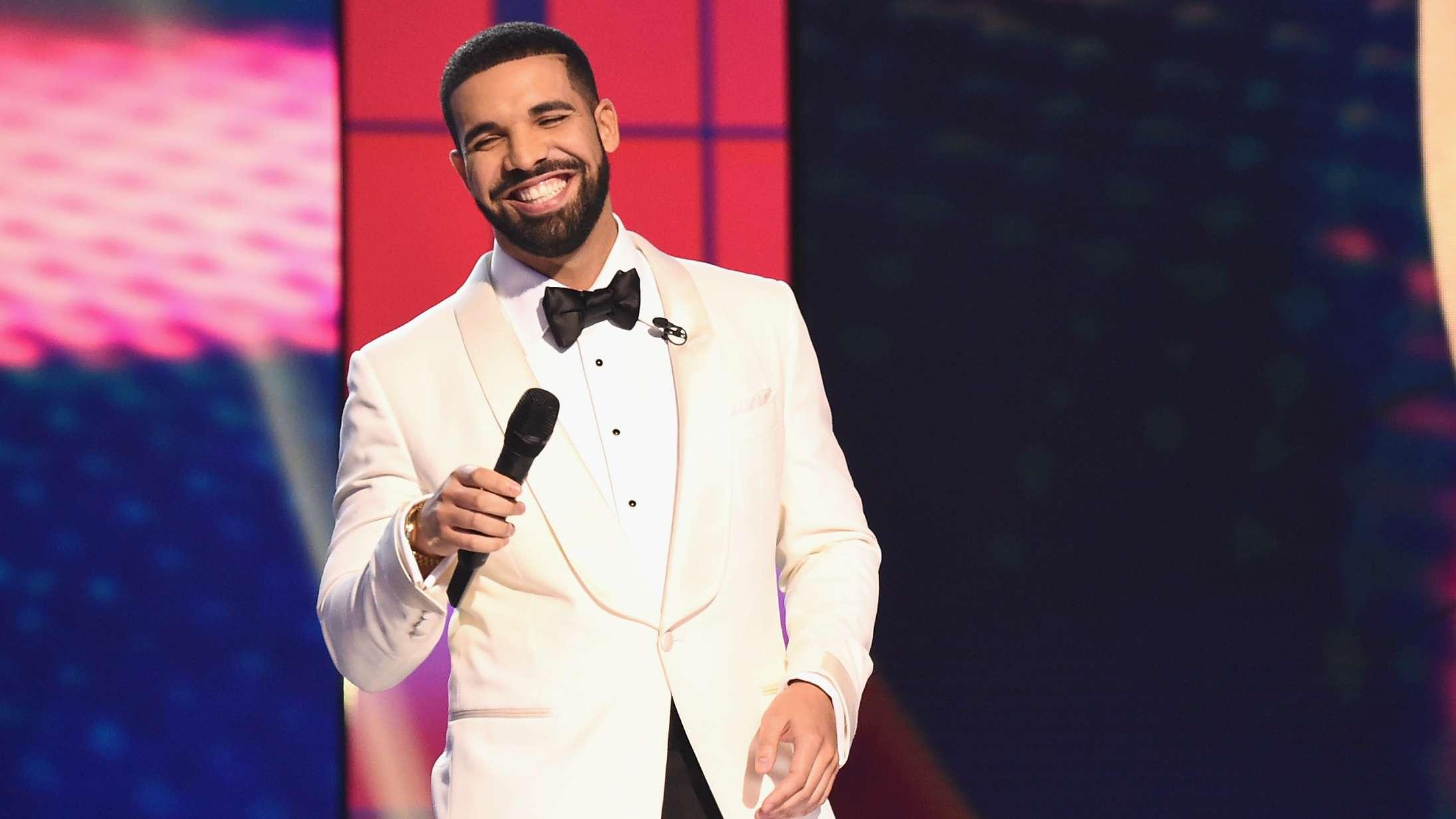 Drake deler mystisk 'More Life Growth Co.'-teaser og deler blomster ud i Toronto