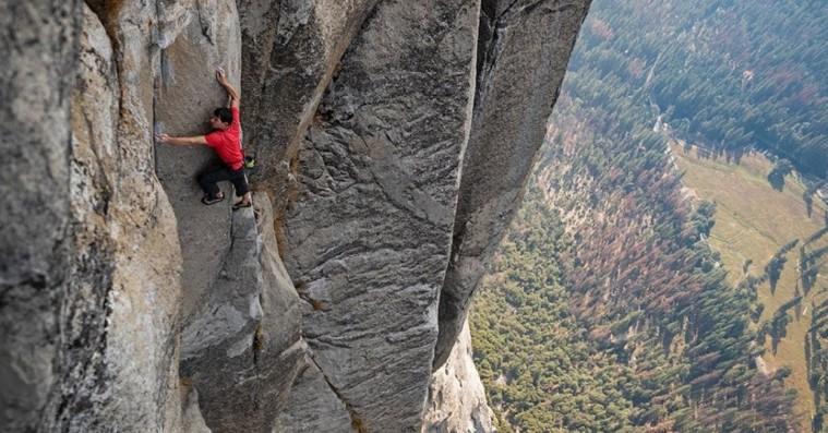 'Free Solo': Vanvittigt nervepirrende klatretur er den mest fysiske filmoplevelse længe