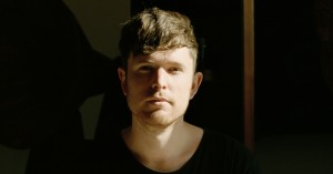 James Blake lukker hiphoppen ind i sin elektroniske artpop – og skaber et følsomt mesterværk