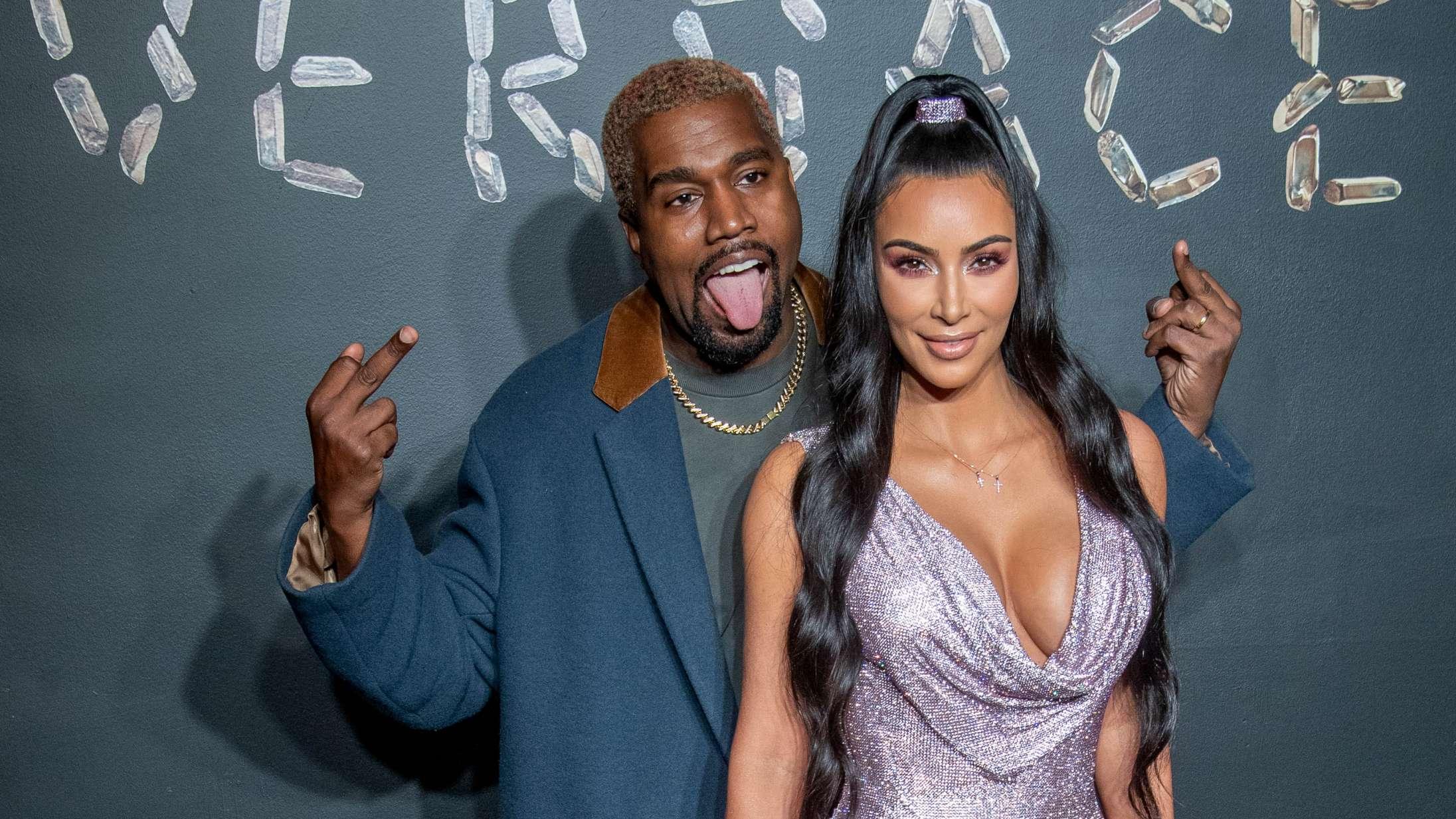 Kim Kardashian prøver vist at bilde os ind, at hendes 7-årige barn står bag et ekstremt veludført maleri