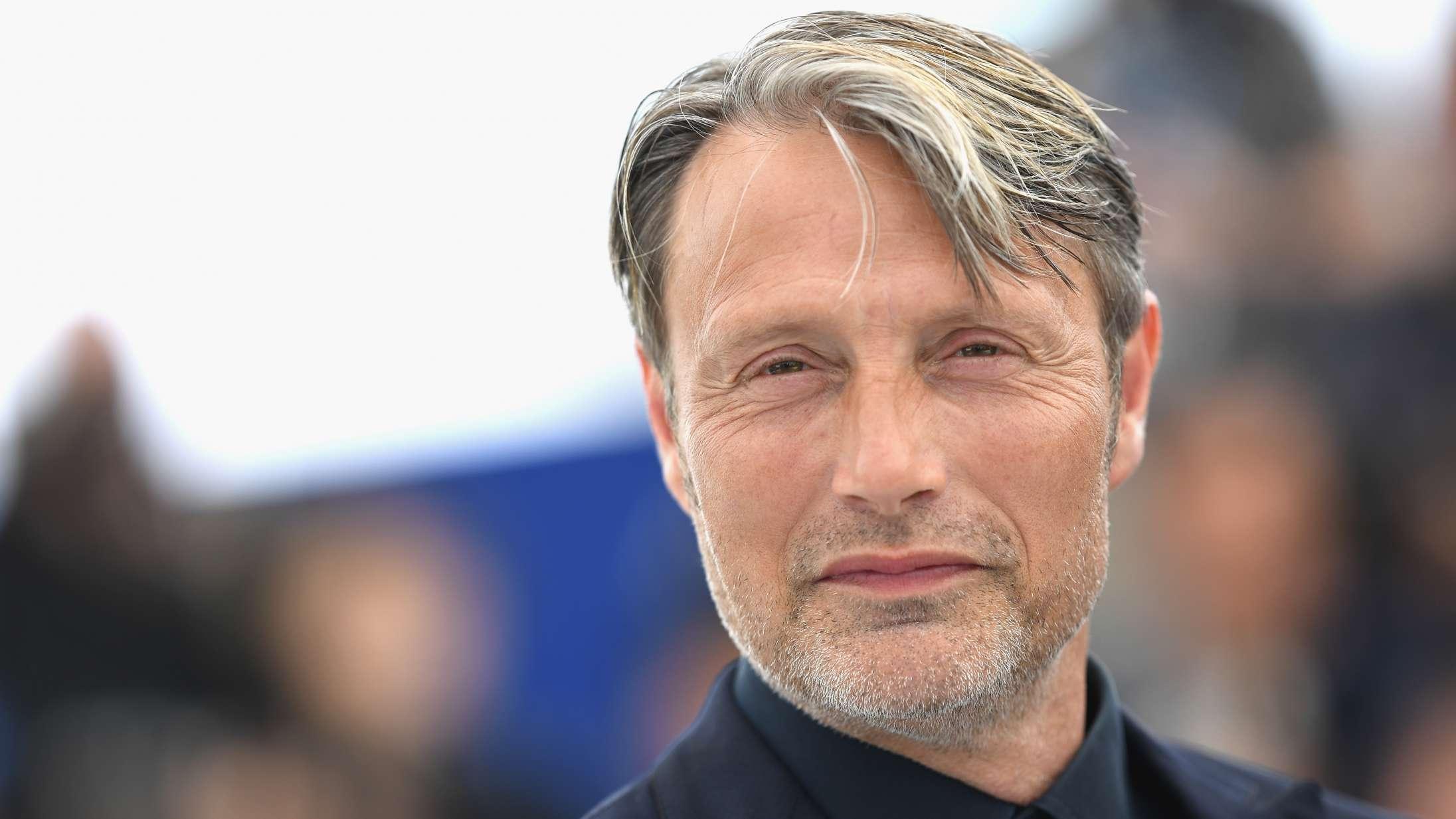 Mads Mikkelsen udtaler sig for første gang om at overtage Johnny Depps rolle i 'Fantastiske skabninger 3'