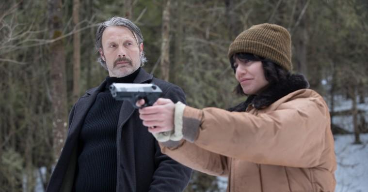 'Polar': Fremragende Mads Mikkelsen svigtes af skinger svensker i Netflix-actionfilm