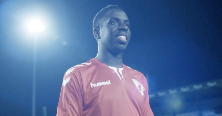 'Sunday': Komikerkometen Melvin Kakooza er knuselskelig i ny dansk webserie
