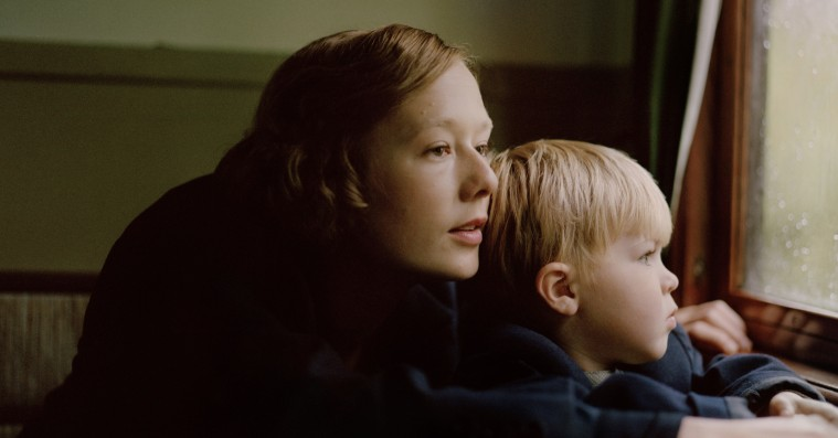 'Unge Astrid': Alba August næsten blænder som Pippis ultraseje mor