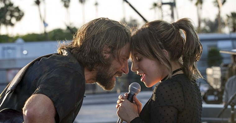 Bradley Cooper og Lady Gaga spiller 'A Star Is Born'-duet live for første gang