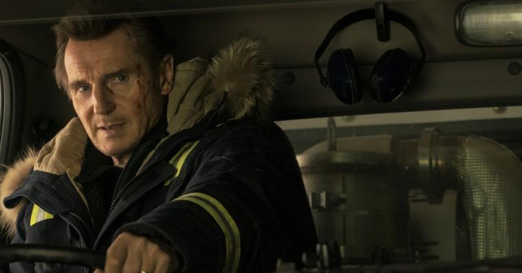 'Cold Pursuit': Liam Neeson smider den gravalvorlige maske – og det klæder ham
