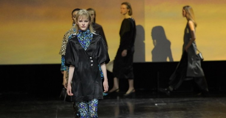 Showanmeldelse: Ganni droppede de billige point og satsede til Copenhagen Fashion Week