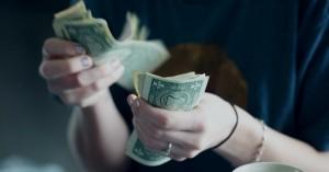 Køber du underholdning i dyre domme? Spar penge og kombiner dine streaming- og mobilabonnementer