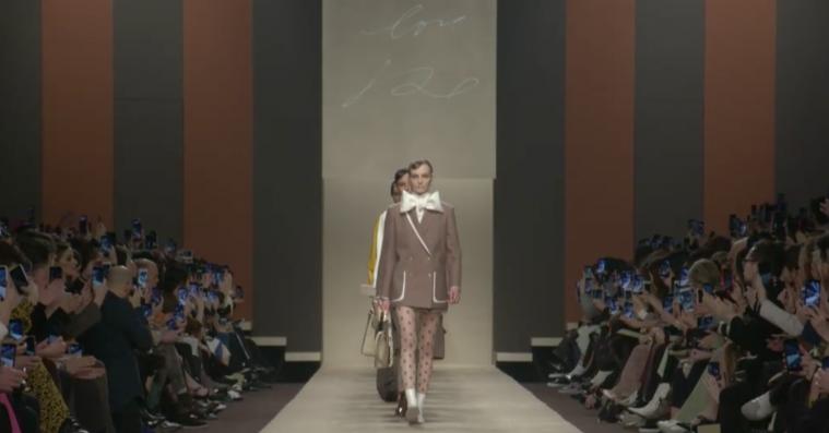 Fendi sendte en enkel hilsen på catwalken til sin afdøde designer igennem fem årtier Karl Lagerfeld