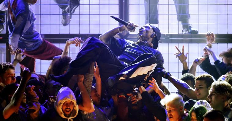 Se Travis Scotts Grammy-fest – optrådte med James Blake, Earth Wind & Fire og Mike Dean