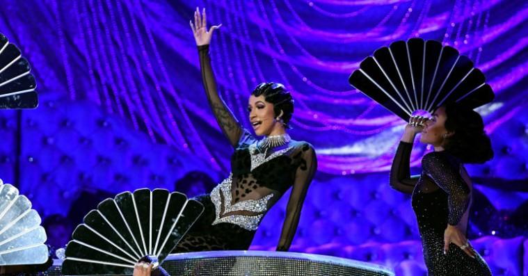 Cardi B spillede 'Money' med 20 dansere og pianist – se hendes Grammy-optræden