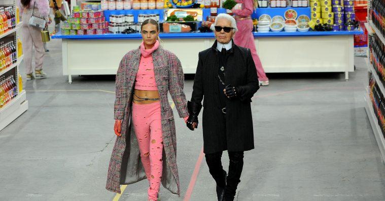 Midt i sorg og hyldest minder flere om Karl Lagerfelds racistiske og fatshamende udtalelser