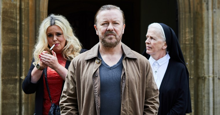 'After Life': Ricky Gervais er tilbage med sjov, grov og rørende serie på Netflix