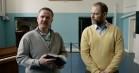 Anders Matthesen er overskægsramt korleder i stjernespækket fængselskomedie – se traileren til 'De frivillige'