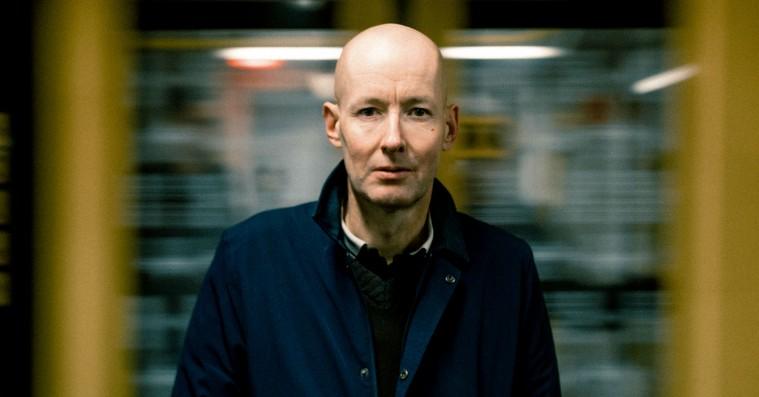 Jens Unmack folder postpunk-drømmens faner ud på Love Shops nye album