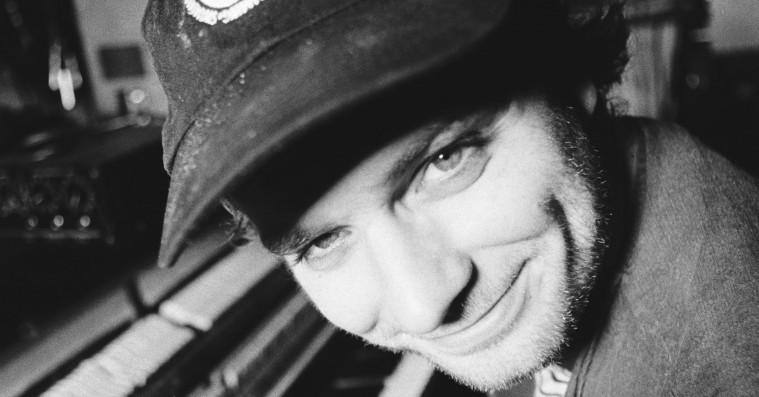 Mac DeMarco kaster cowboyhatten ind i rodeoringen – og misser fælt