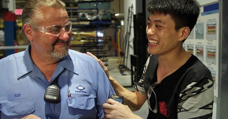 'American Factory': Kinesiske og amerikanske fabriksarbejdere mødes i et komisk kultursammenstød af dimensioner