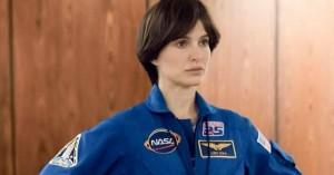 Natalie Portman spiller astronaut over for Jon Hamm i Noah Hawleys filmdebut – se traileren til 'Lucy In The Sky'