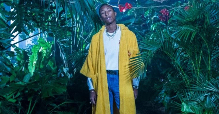 Så lander Pharrell Williams' Chanel-kollektion – fokus på farverigt streetwear