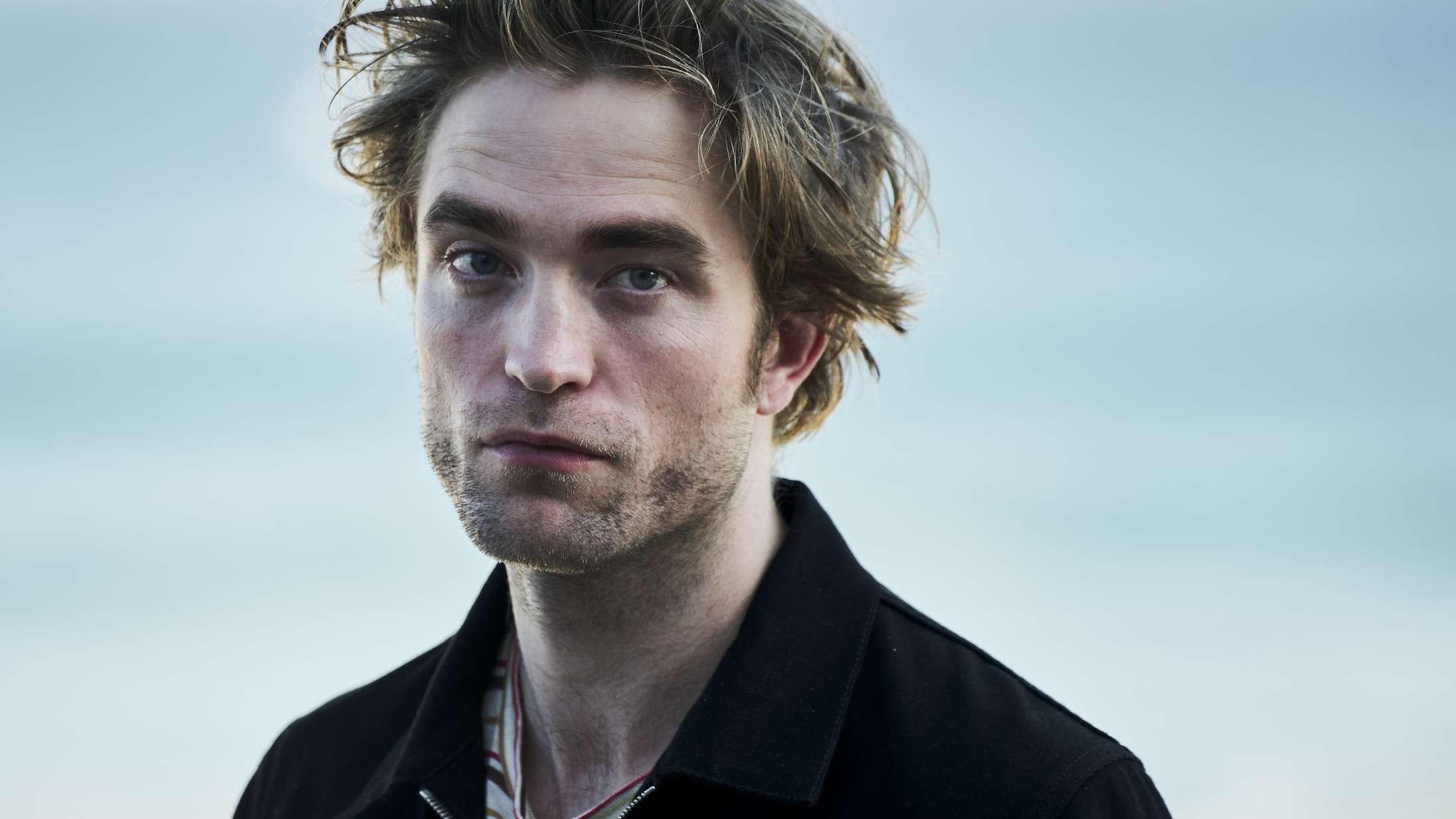 Robert Pattinson og Willem Dafoe er forvandlet til vejrbidte søulke i første billede fra 'The Lighthouse'