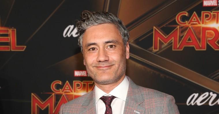 Taika Waititi vender tilbage i Marvel-instruktørstolen på 'Thor 4', mens hans ventede anime-remake udskydes