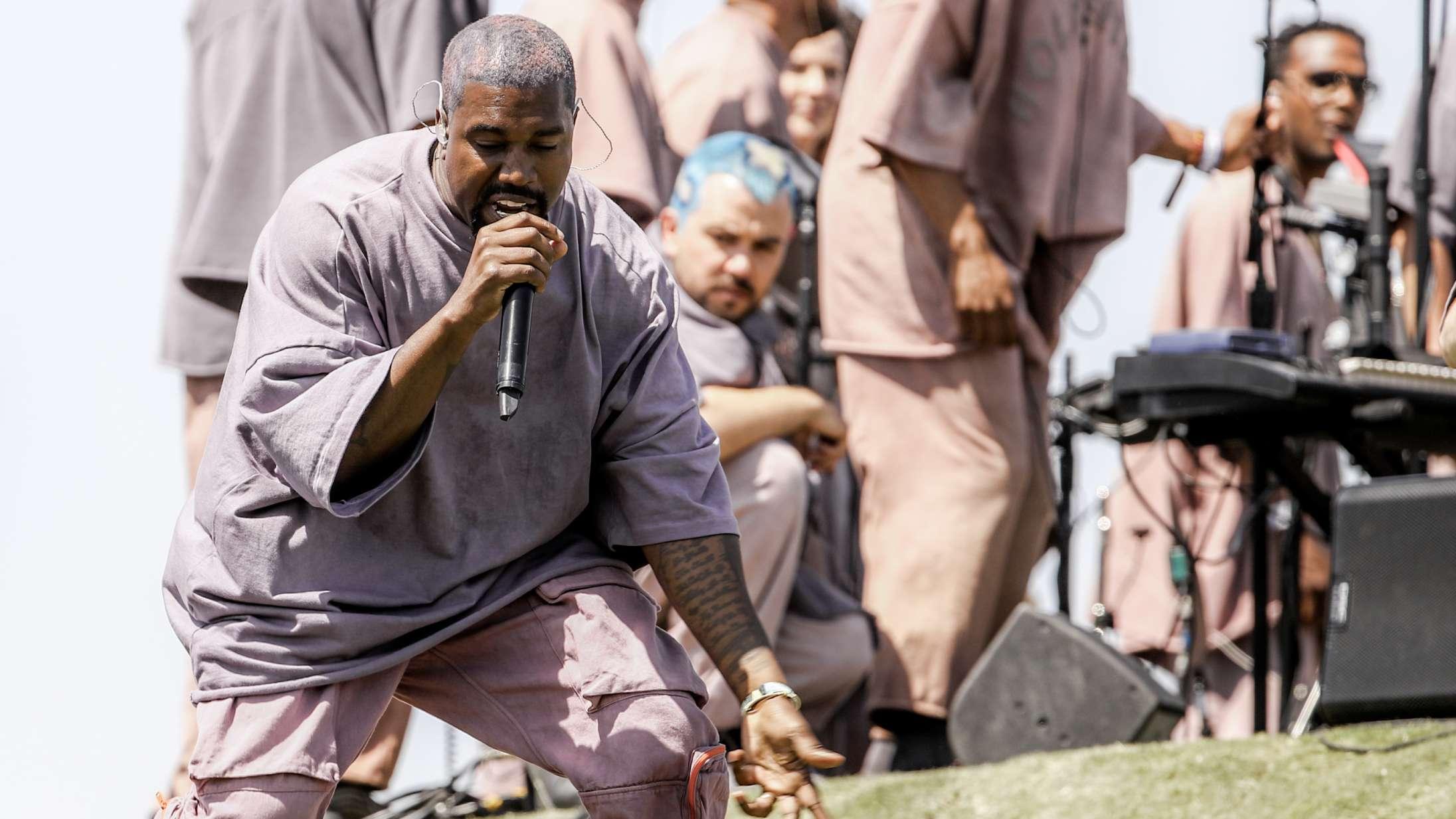 Kanye West hyldede sin mor med 'Hey Mama' til Sunday Service på mors dag