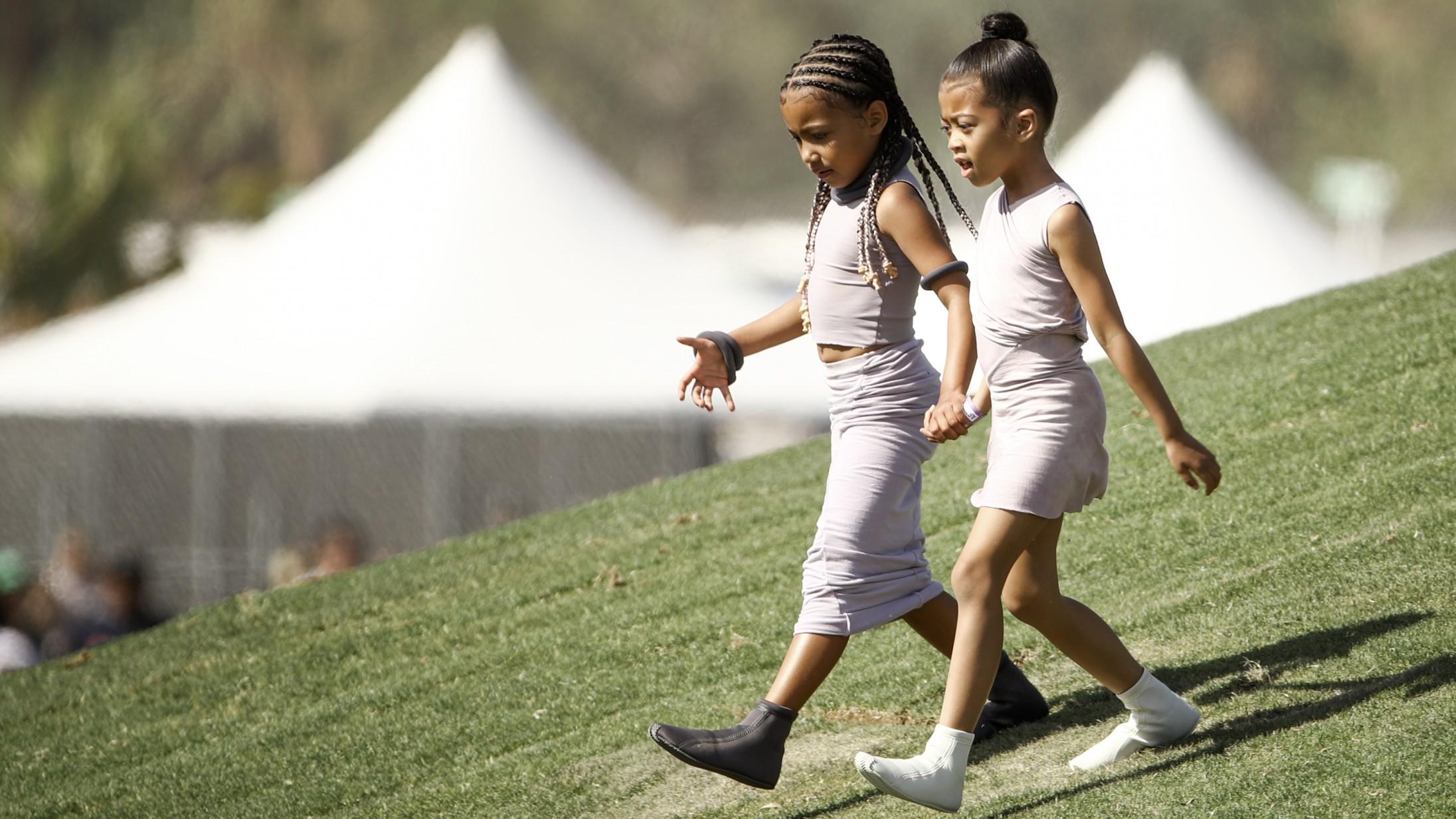 Det startede med Kanyes syrede sko, men nu ligner det en decideret sneaker-tendens