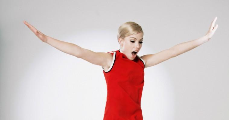 Carly Rae Jepsens 'Dedicated' er det perfekte soundtrack til euforiske sommerforelskelser