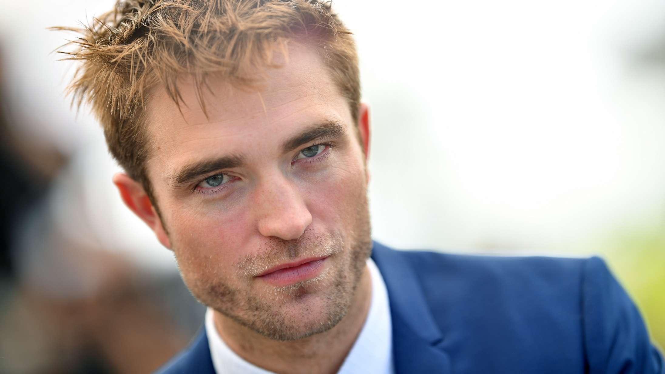 Robert Pattinson er åbenbart ikke sikker Batman endnu – Nicholas Hoult presser sig på
