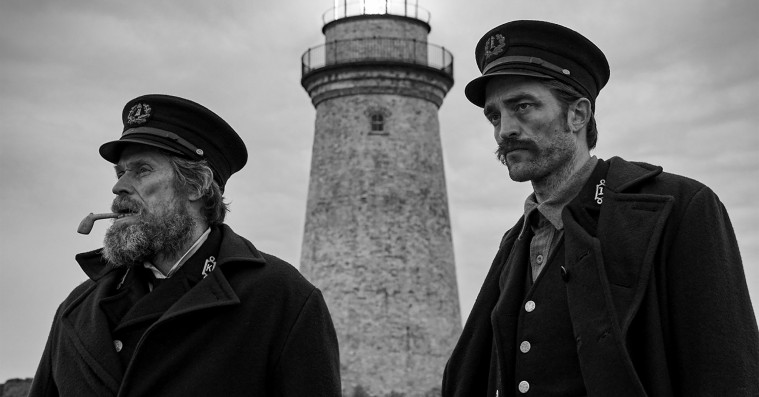 'The Lighthouse': Robert Pattinson og Willem Dafoe er rablende i sublim totaloplevelse af pis, lort og kødelige lyster
