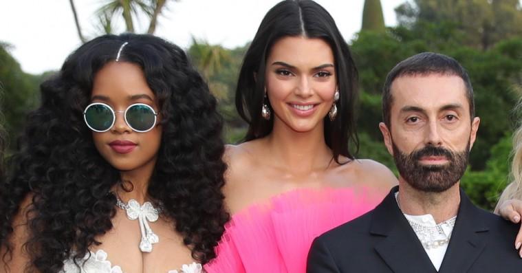 H.E.R. og Kendall Jenner hjalp H&M med at annoncere årets store samarbejde i Cannes