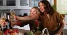 'Wine Country': Poehler, Fey og Rudolph gakker alt for lidt ud i førstnævntes Netflix-film