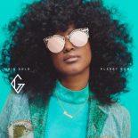 Iris Golds popsange fungerer bedre som singler end på et album - Planet Cool