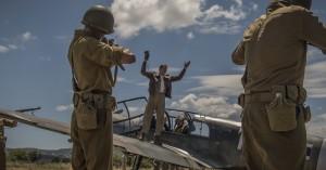 Sylespids satireroman er endelig filmatiseret seværdigt – derfor skal du se krigssatiren 'Catch-22'